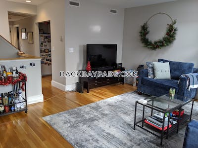 Back Bay Gorgeous Top-Floor with Skyline Views on Roof Deck Boston - $3,400